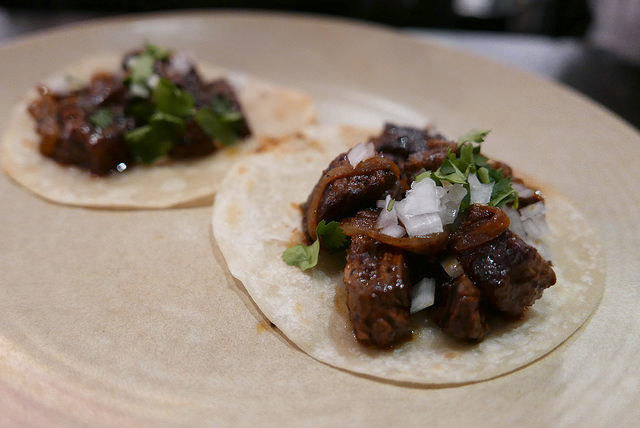 Skirt_steak_tacos_with_Mojo_de_Ajo_80_640.jpg