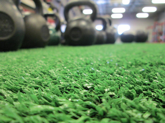 Kettlebells_On_Gym_Turf_90_640.jpg